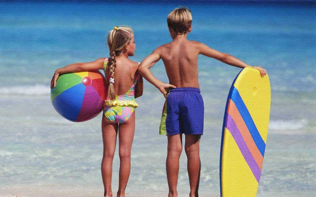 Дети на пляже острова Родос