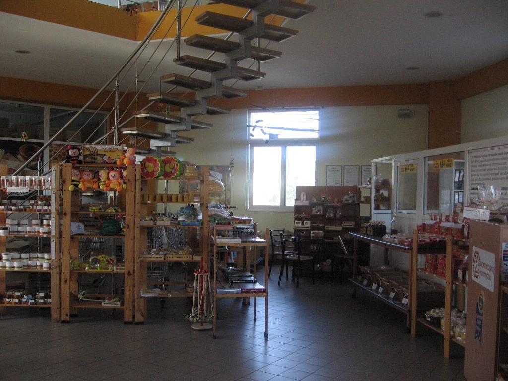 Магазин в музее меда на Родосе