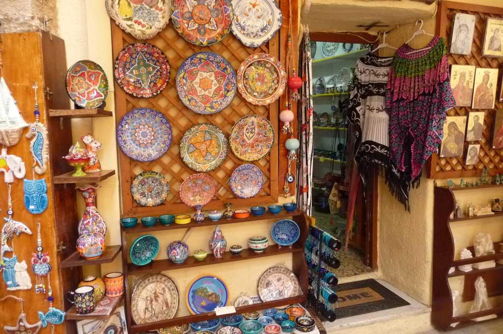 Лавка с керамикой в Старом городе острова Родос