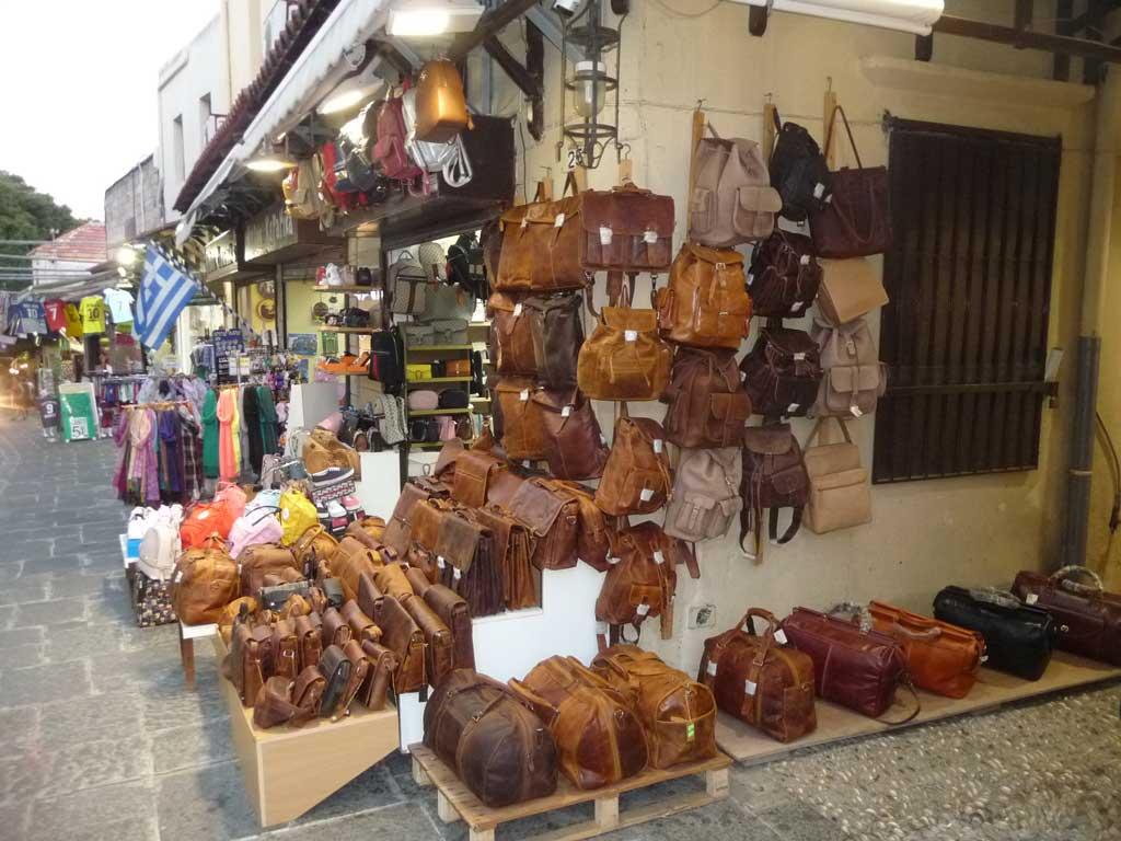 Лавка кожаных сумок на острове Родос