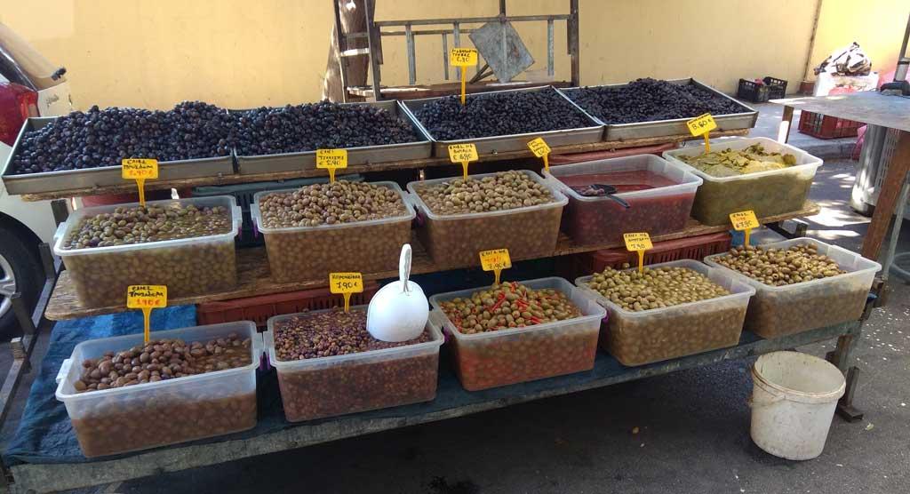 Оливки разного приготовления на острове Родос