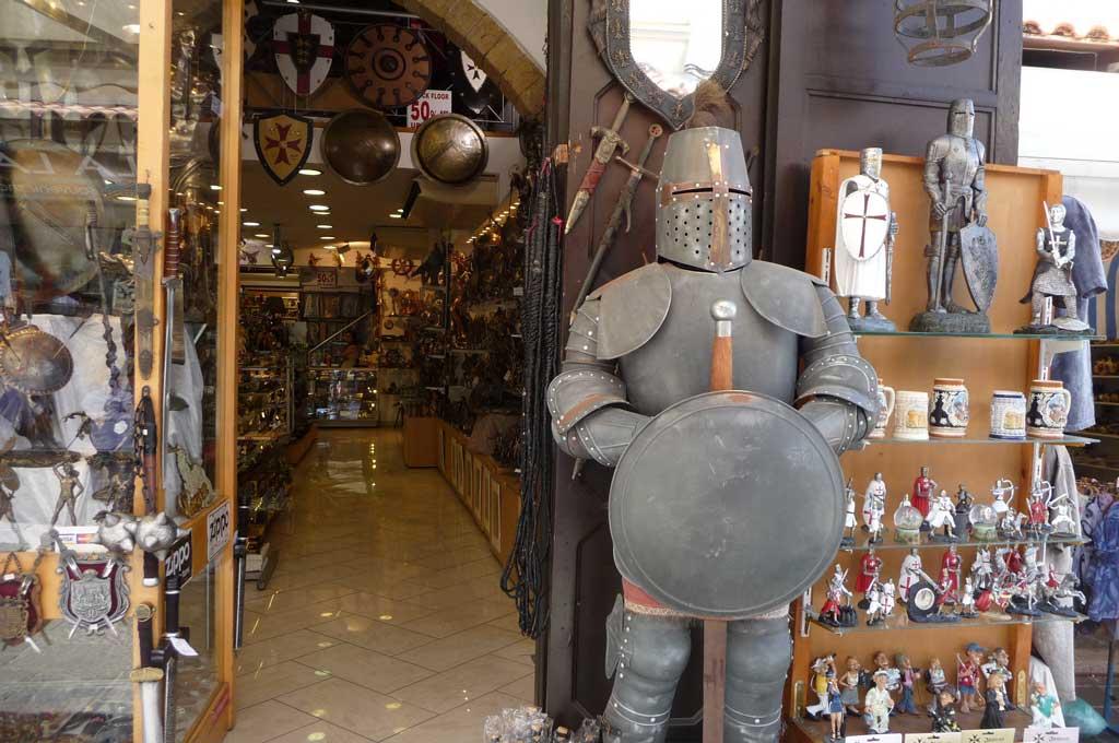 Магазин сувениров рыцарской тематики на острове Родос