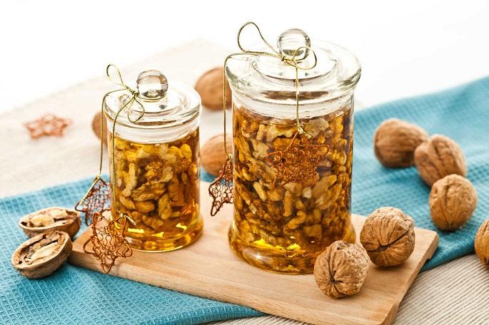 Грецкий орехи в меду на Родосе