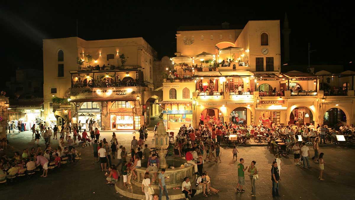 Ночной Старый город на острове Родос