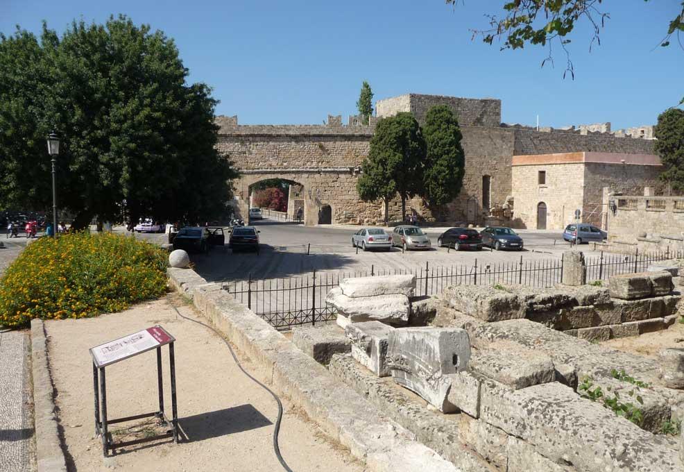 Руины храма Афродиты в Старом городе на острове Родос