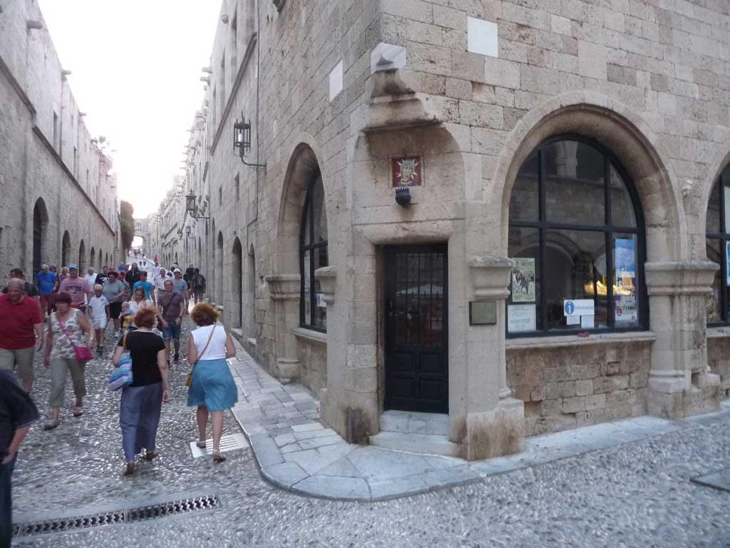 Итальянское подворье на улице Рыцарей в Старом городе на острове Родос