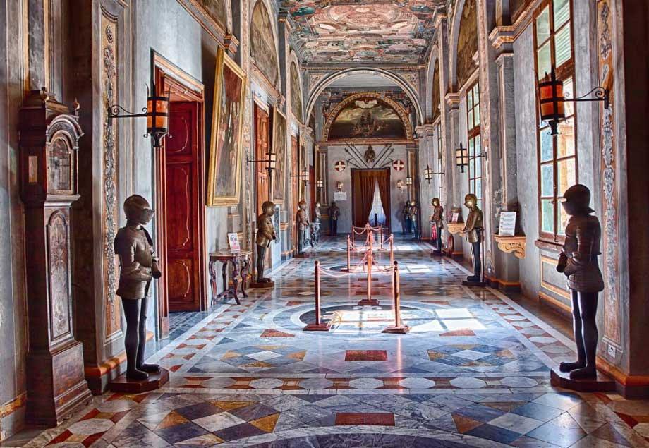 Внутренние интерьеры Дворца Великих Магистров Старого города на острове Родос