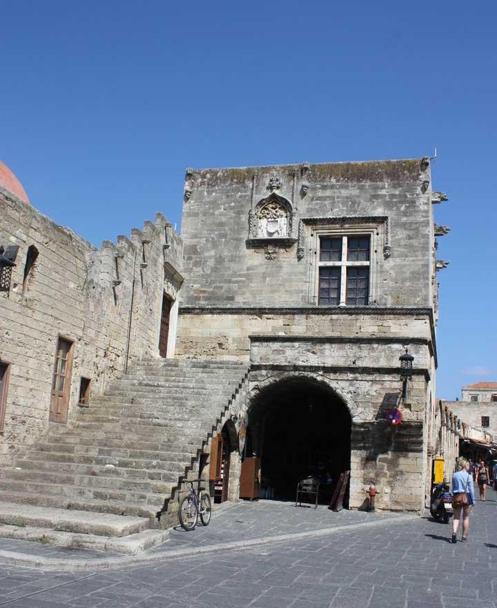 Здание суда Кастеллания в Старом городе на острове Родос