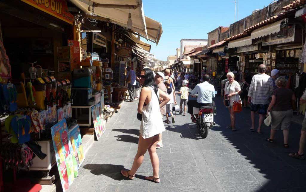 Торговая улица Сократа строго горда острова Родос