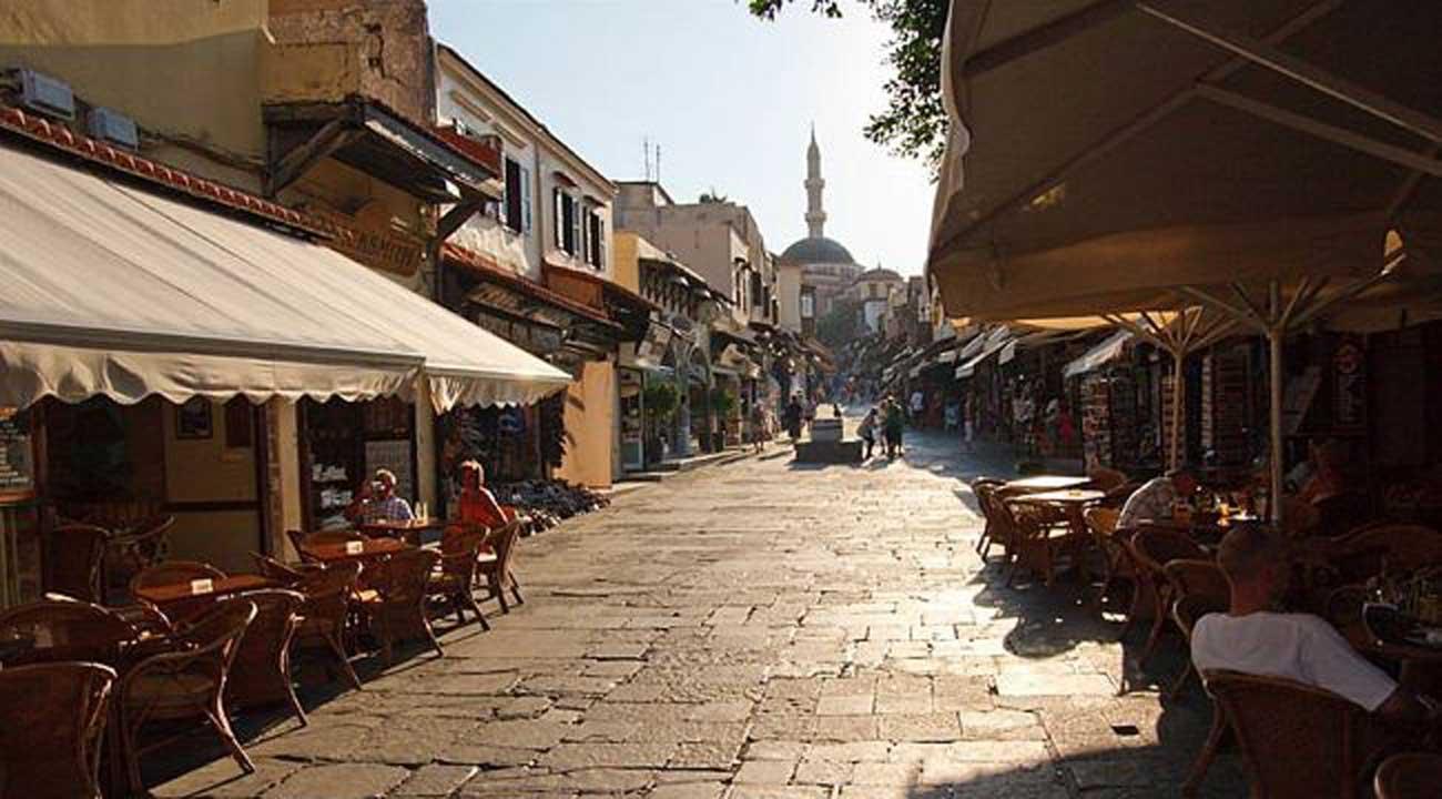 Улица Сократа в Старом городе на острове Родос