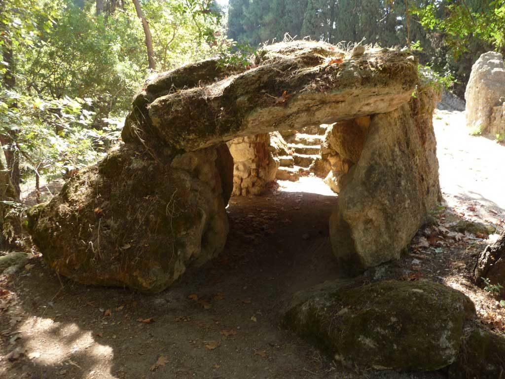 Мегалит в парке Родини