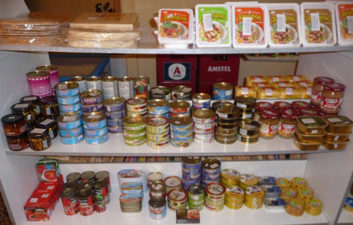 Консервы в русском магазине на Родосе