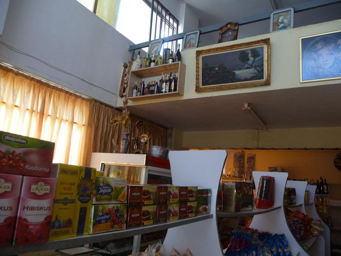 Интерьер в русском магазине на Родосе