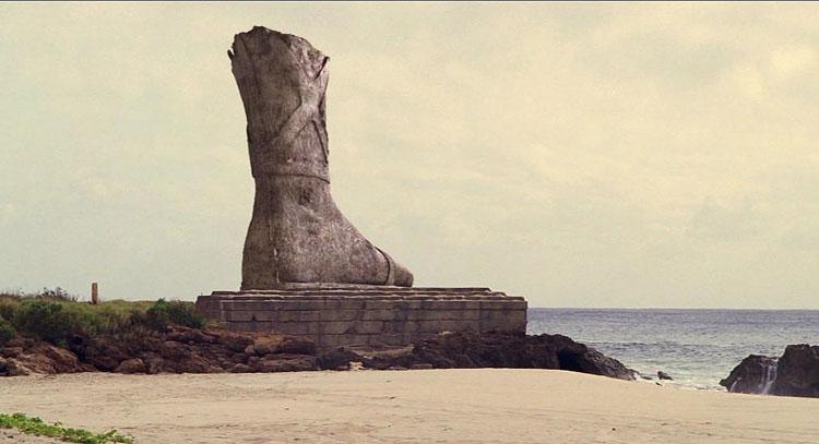 Остатки статуи Колосса Родосского