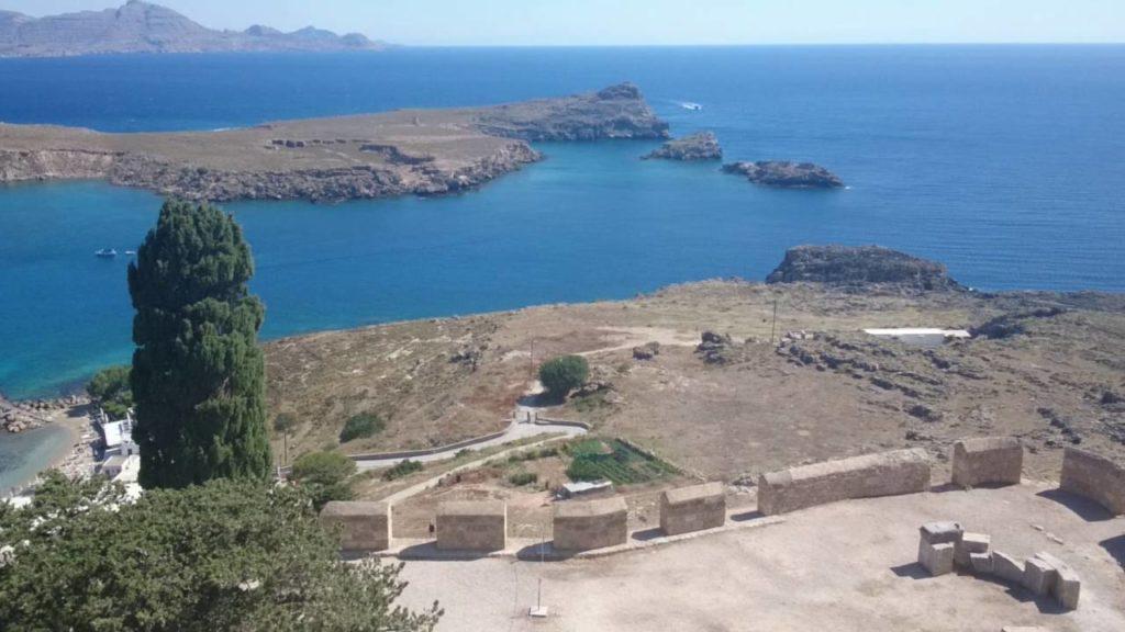 Вид с акрополя на гавань
