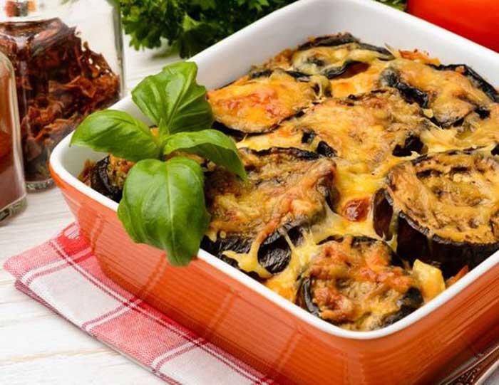 Мусака или баклажаны с фаршем под соусом бешамель
