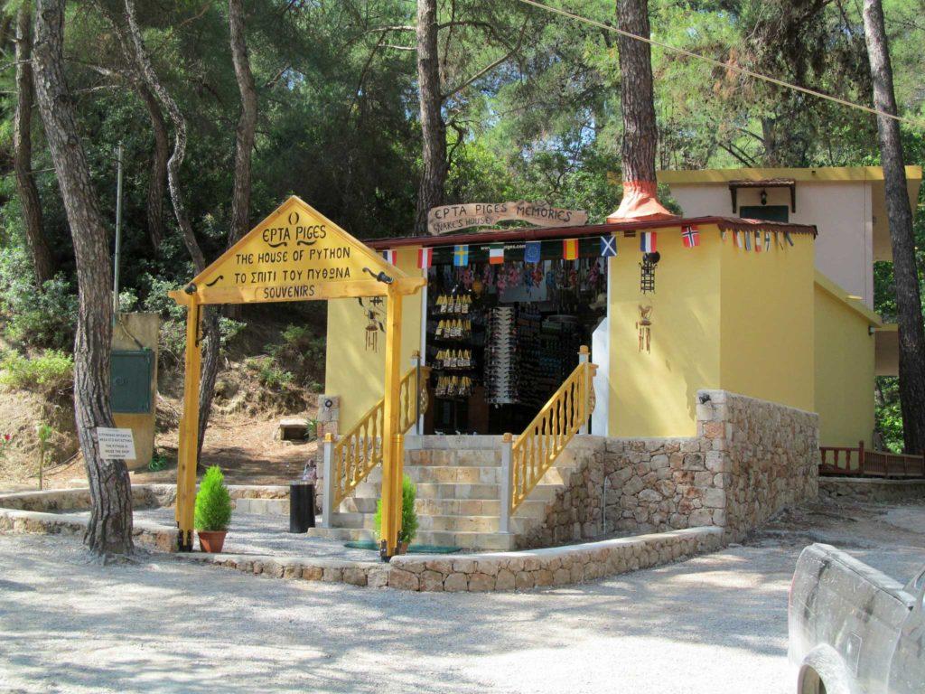 Сувенирная лавка в Заповеднике Семь источников на острове Родос