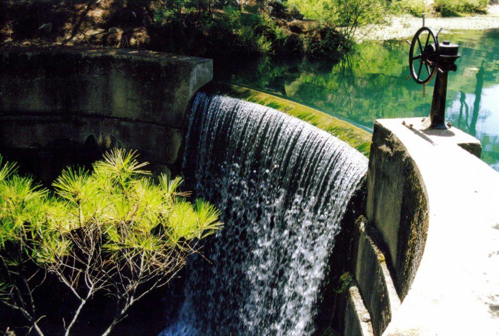 Дамба в Заповеднике Семь источников на острове Родос