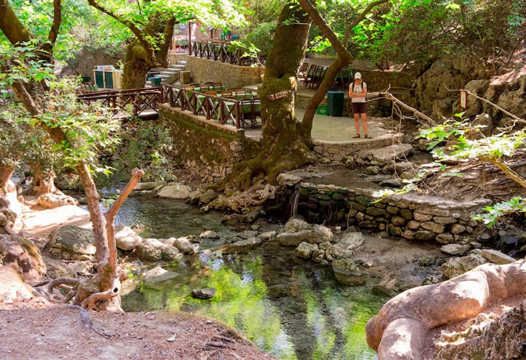 Терраса с таверной в Заповеднике Семь источников на острове Родос