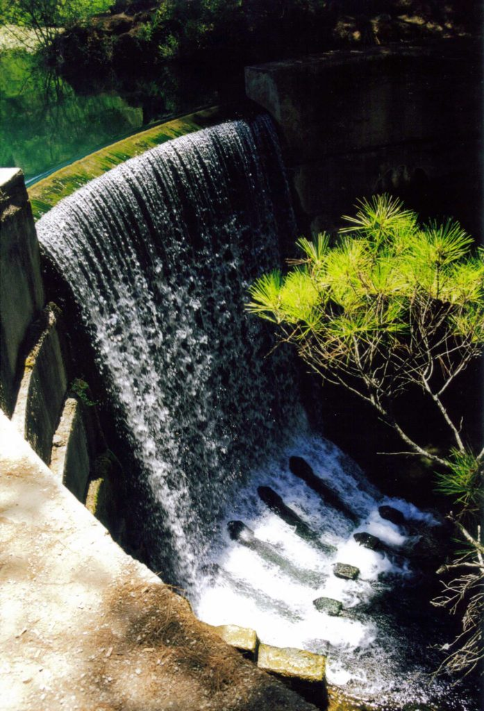 Водопад в Заповеднике Семь источников на острове Родос
