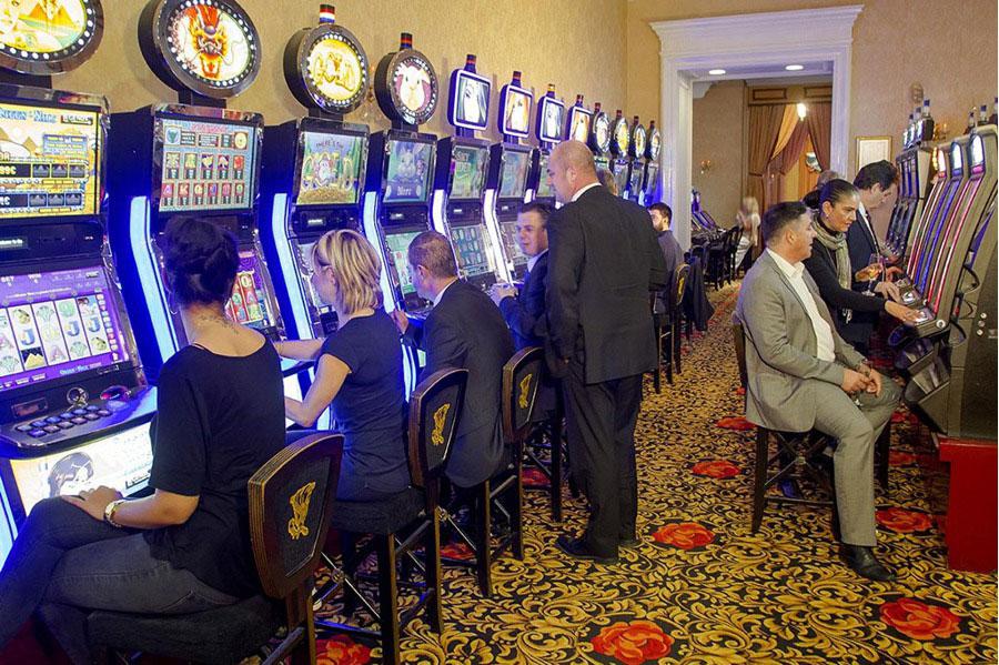 Казино Родос игровые автоматы в нижнем зале на острове Родос