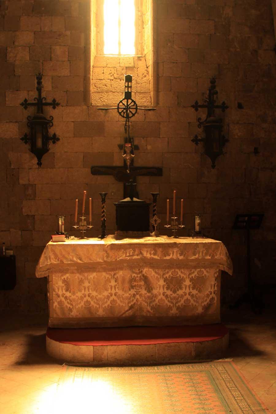 Католическая половина церкви