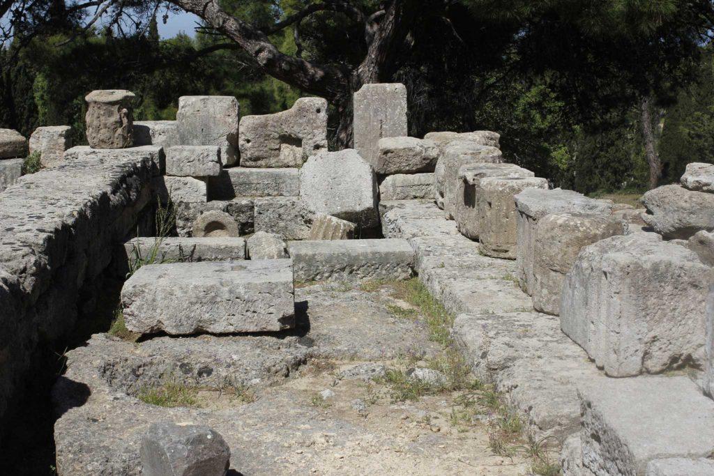 Фундамент храма Зевса и Афродиты