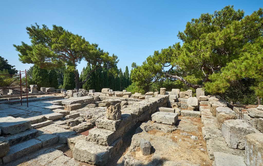 Храм Зевса и Афродиты на горе