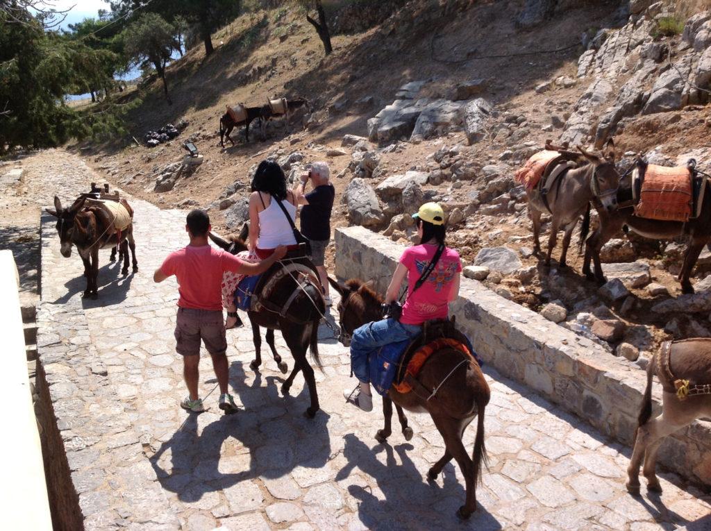 Линдос такси ослики с пассажирами на острове Родос