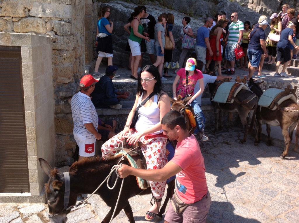 Линдос такси ослики на посадке пассажиров на острове Родос