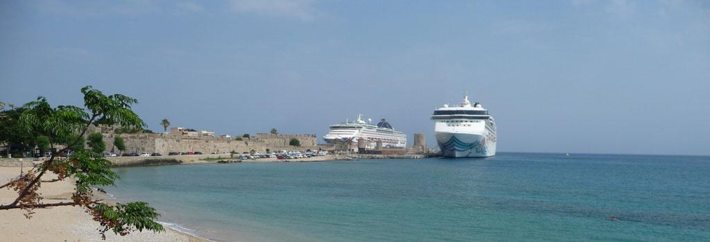 Причал круизных судов в бухте Колона на Родосе