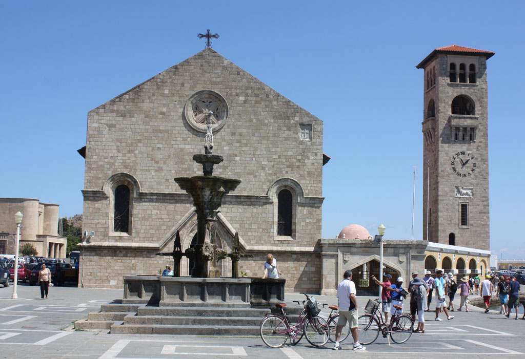 Благовещенский собор на набережной Мандраки на Родосе
