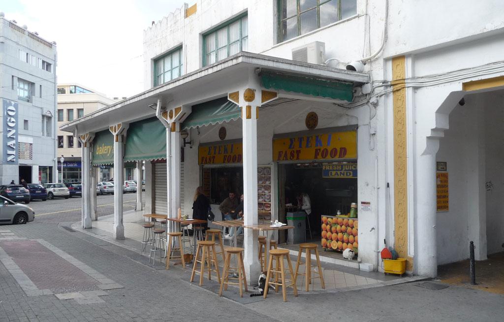 Здание Нового рынка, кафе с самым вкусным гирос на Родосе
