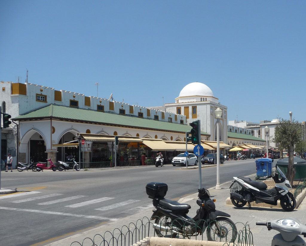 Новый рынок на острове Родос рядом с бухтой Мандраки