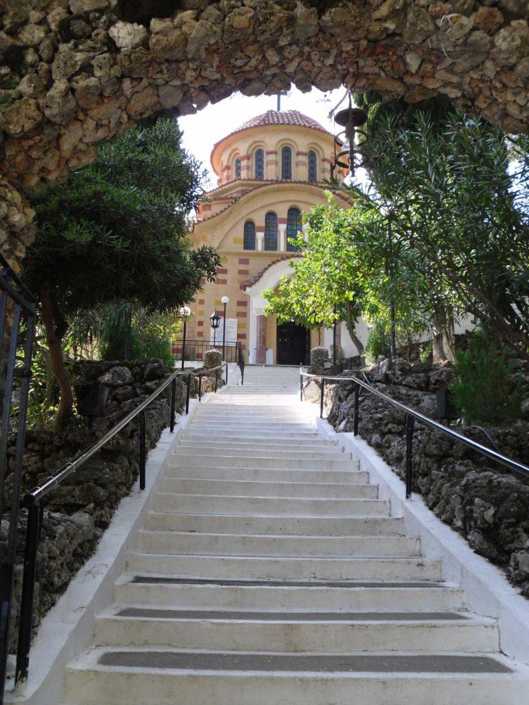 Лестница в монастырь Святого Нектария на острове Родос
