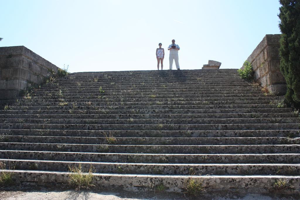 Лестница на акрополь на холме Монте Смит на Родосе