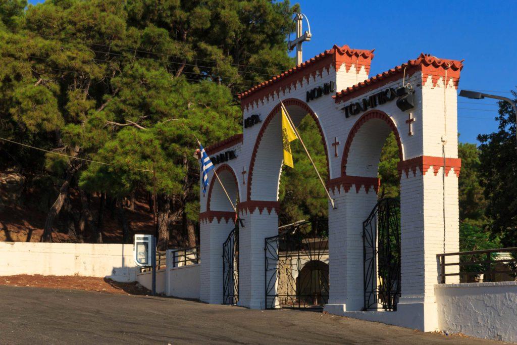 Центральные ворота монастыря Цамбика на острове Родос