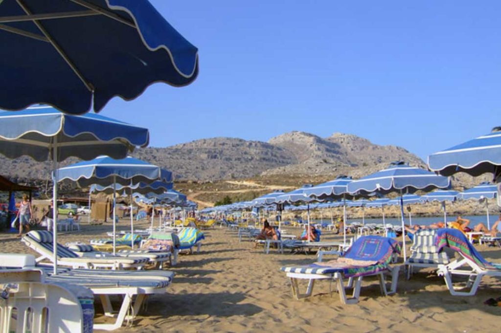 Чистый песчаный пляж Агафи