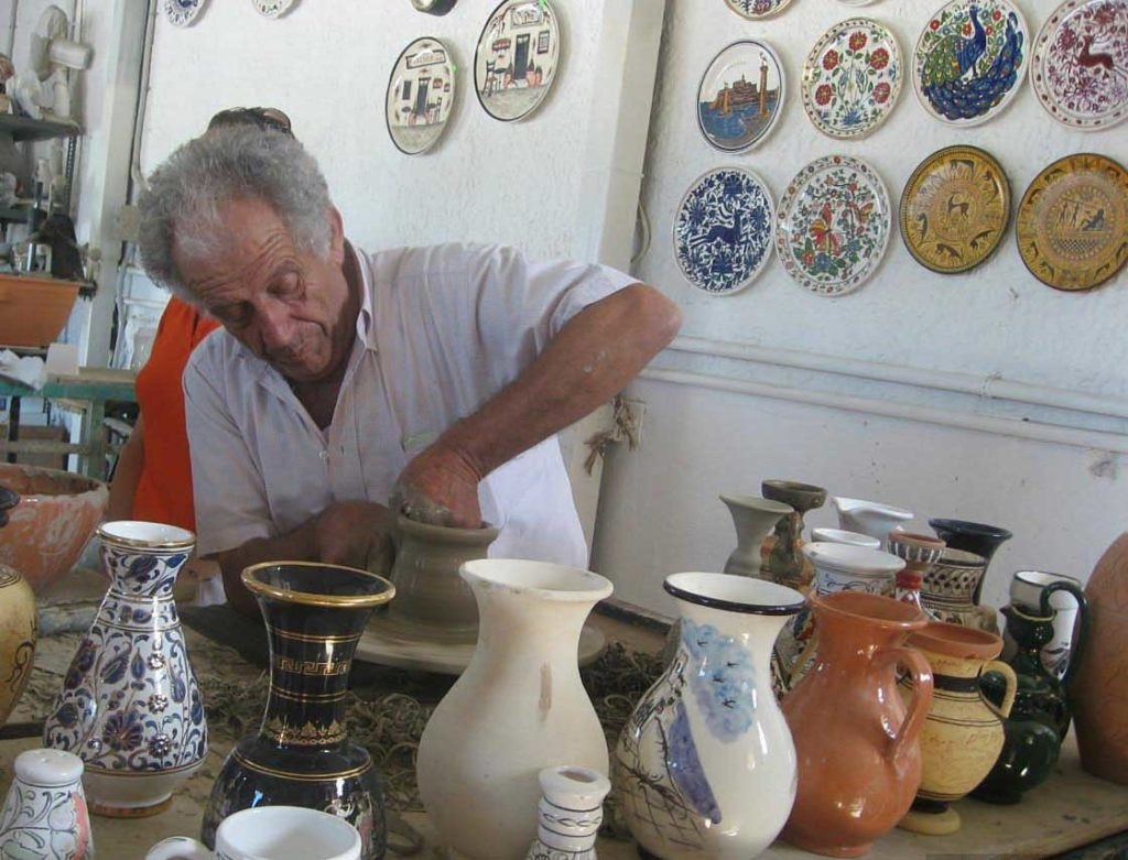 Керамическая мастерская в городе