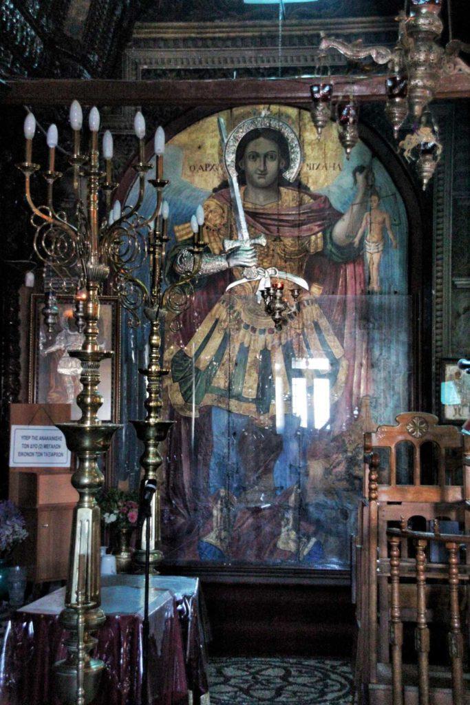 Изображение Архангела Михаила в церкви города