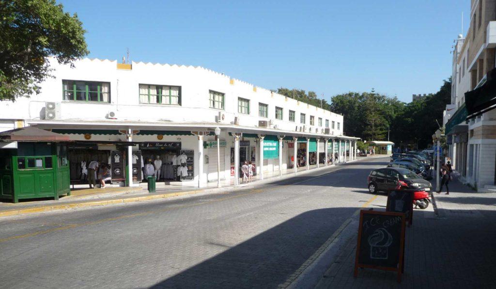 Центральная автостанция на острове Родос сзади Центрального рынка