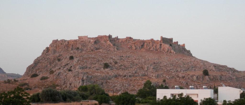 Крепость Фераклос на пляже Хараки