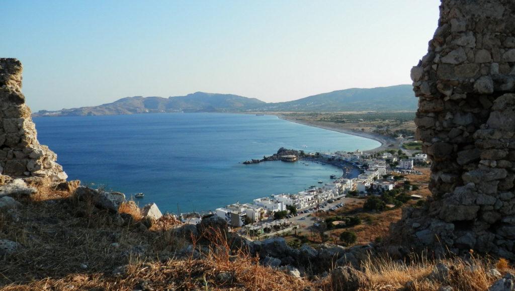 Вид из крепости Фераклос на пляж Хараки