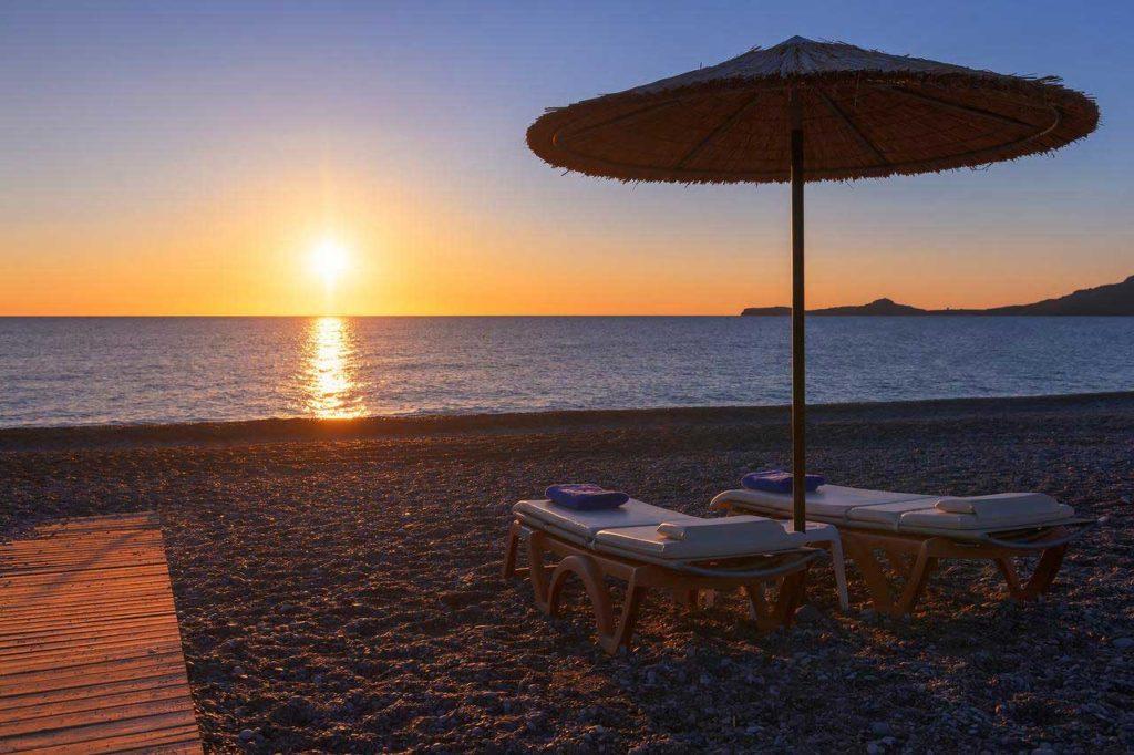 Рассвет на пляже Калафос на острове Родос