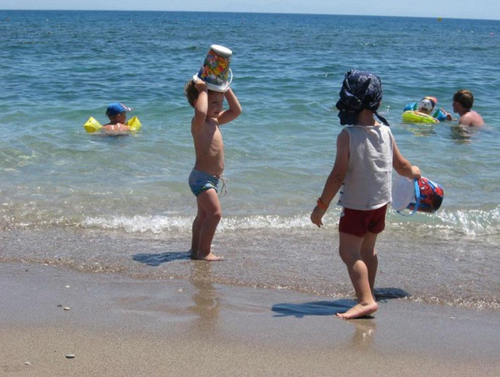 Песочный пляж Колимбия комфортный для детей