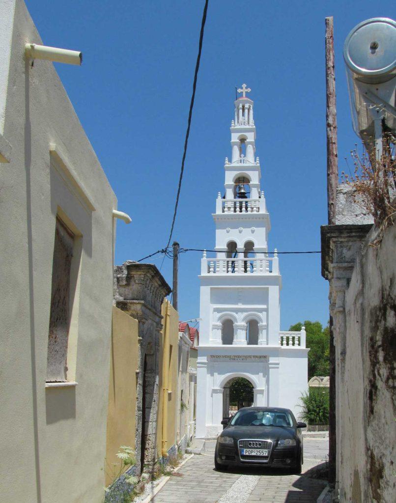 Церковь в деревне Коскину