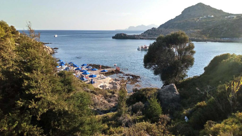 Малый скалистый пляж бухты Ладико