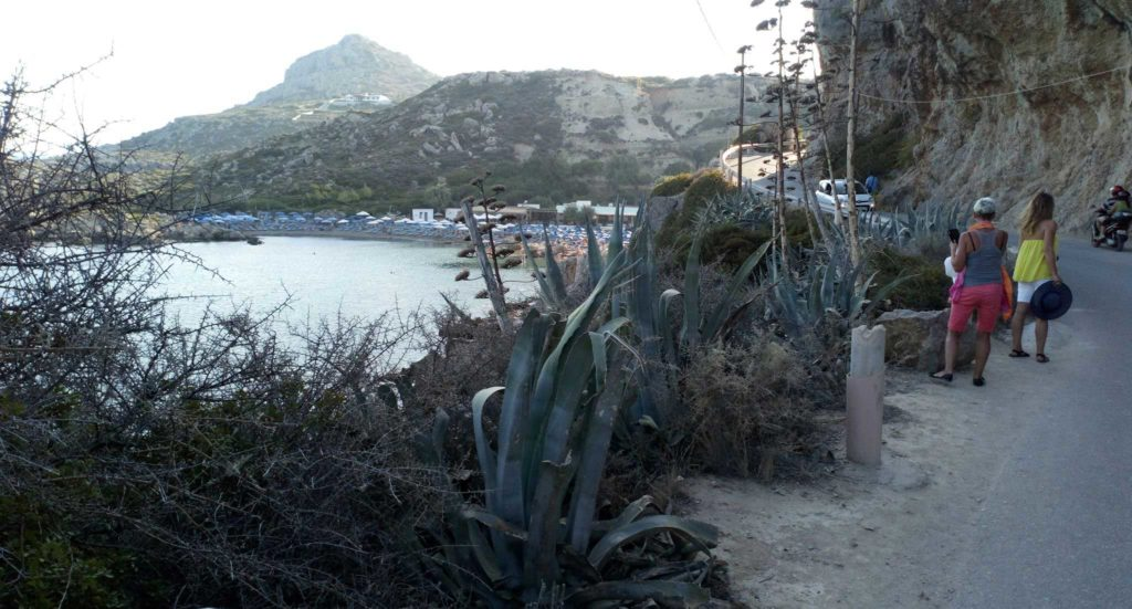 Дорога между двумя пляжами бухты Ладико