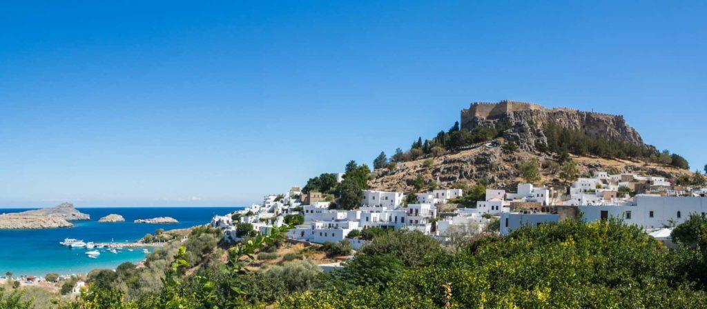 Вид на город, Акрополь и причал в Линдосе