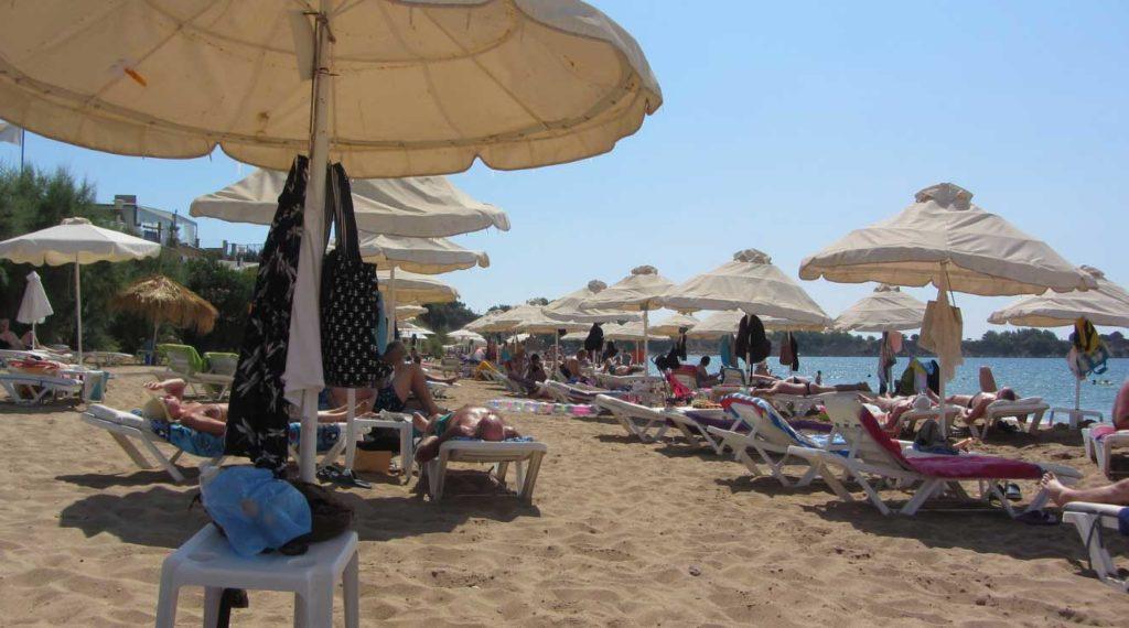 Пляж Пефкос Ли Бич на острове Родос